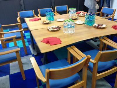 Stühle-vom-altersheim-axa-tisch