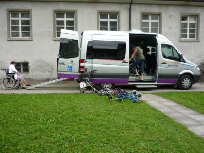 Unser Bus bietet Platz für 9 Personen (inkl. Fahrer)